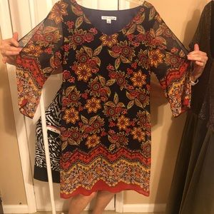 Madison Leigh dress size 8open sleeves